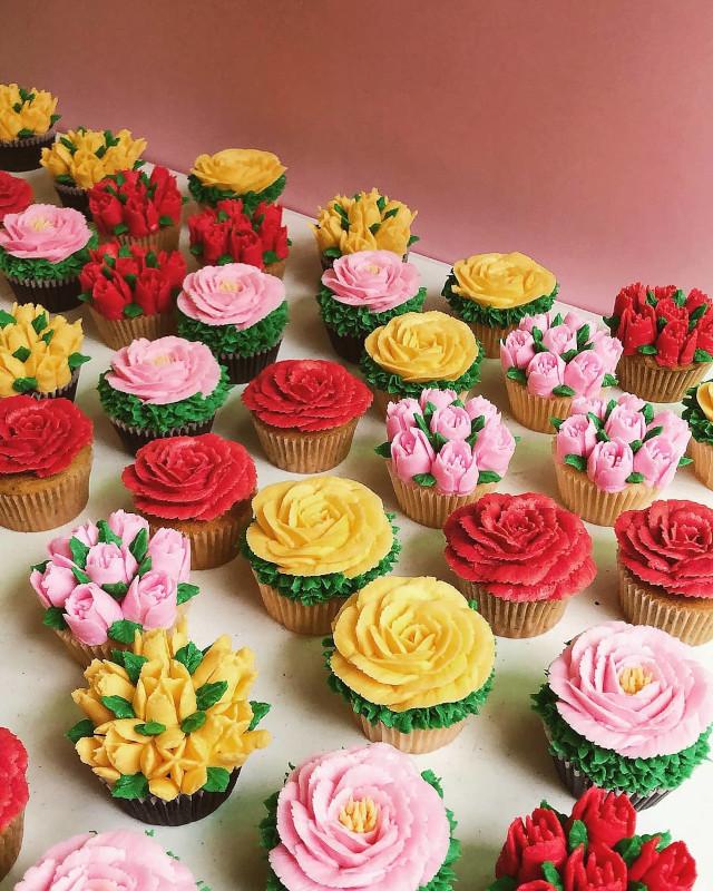 The Sugar Garden Floral Cupcakes