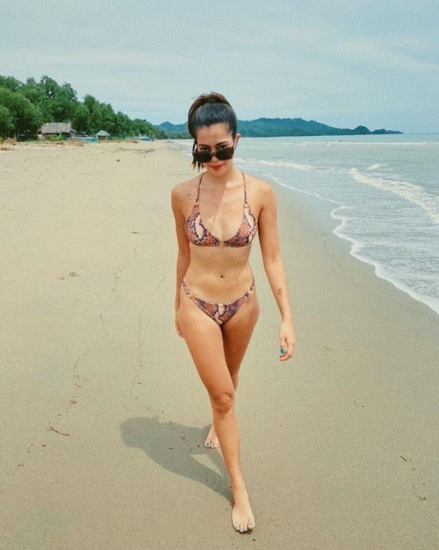 Sue Ramirez bikini pose 2