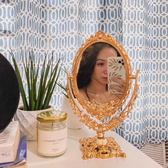 small mirror selfie: Angel Dei