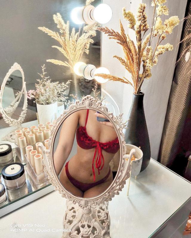small mirror selfie: Chie Filomeno