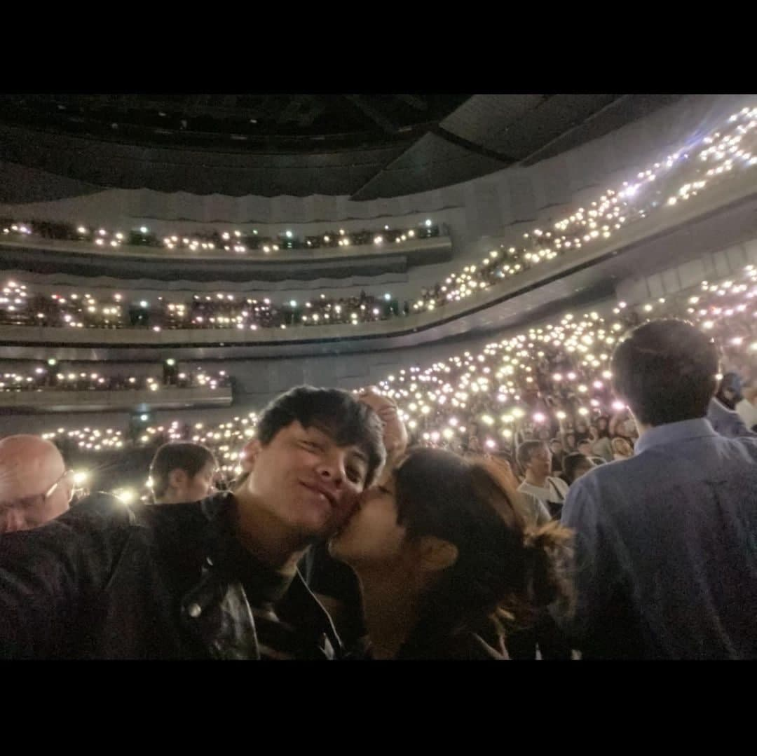 Kathryn Bernardo giving Daniel Padilla sweet kiss