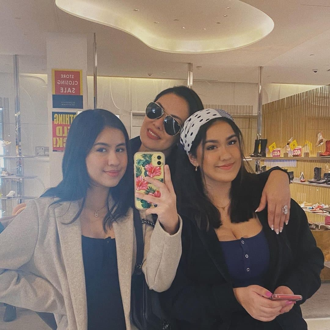 A mirror selfie of Ruffa with her daughters