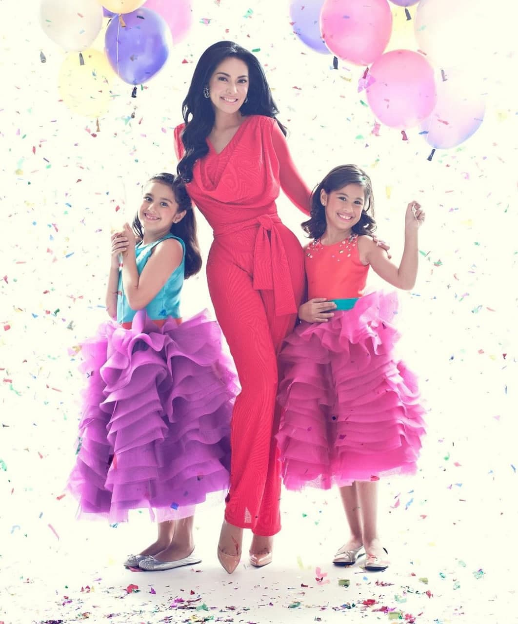 Ruffa and her daughters in a party