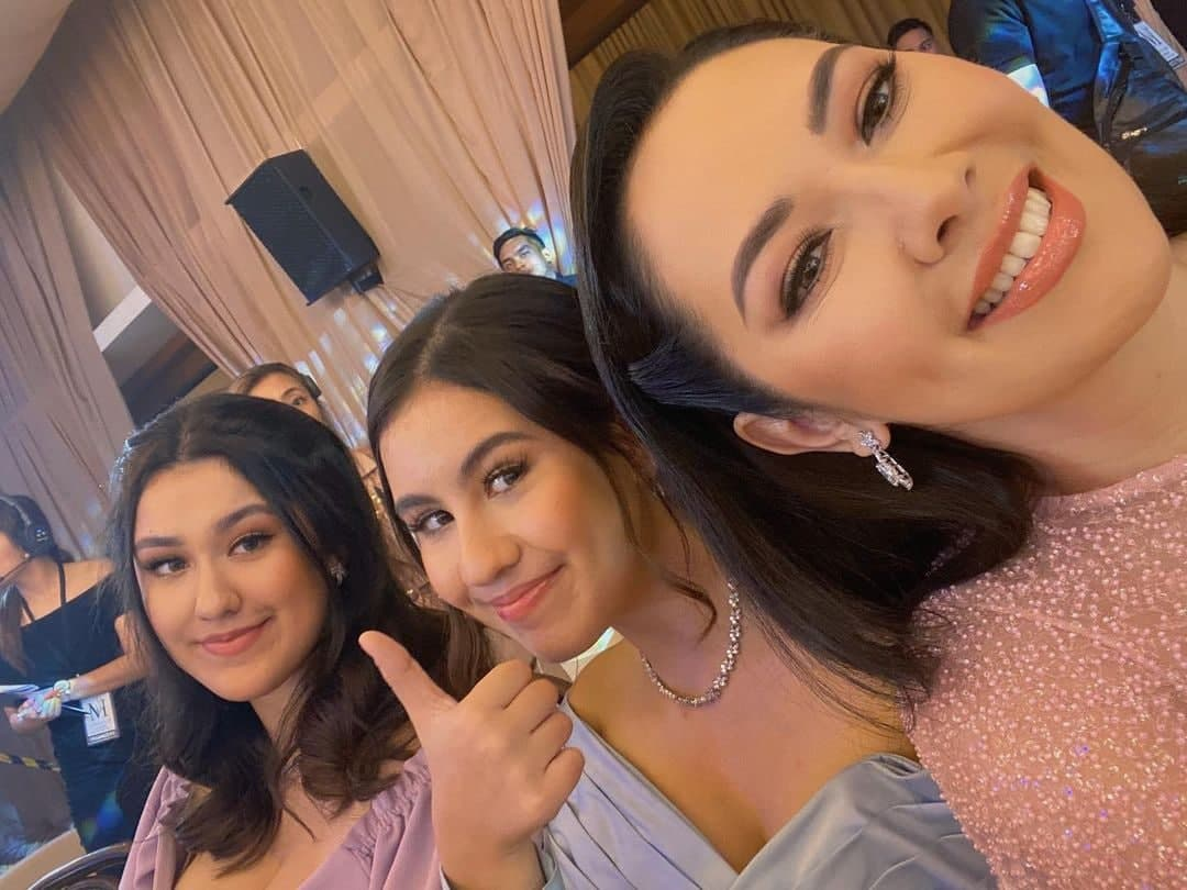 Ruffa and her daughters dressed up in an event