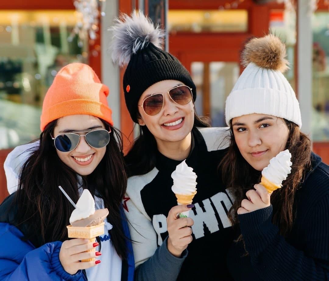 Ruffa and her daughters enjoying some ice cream