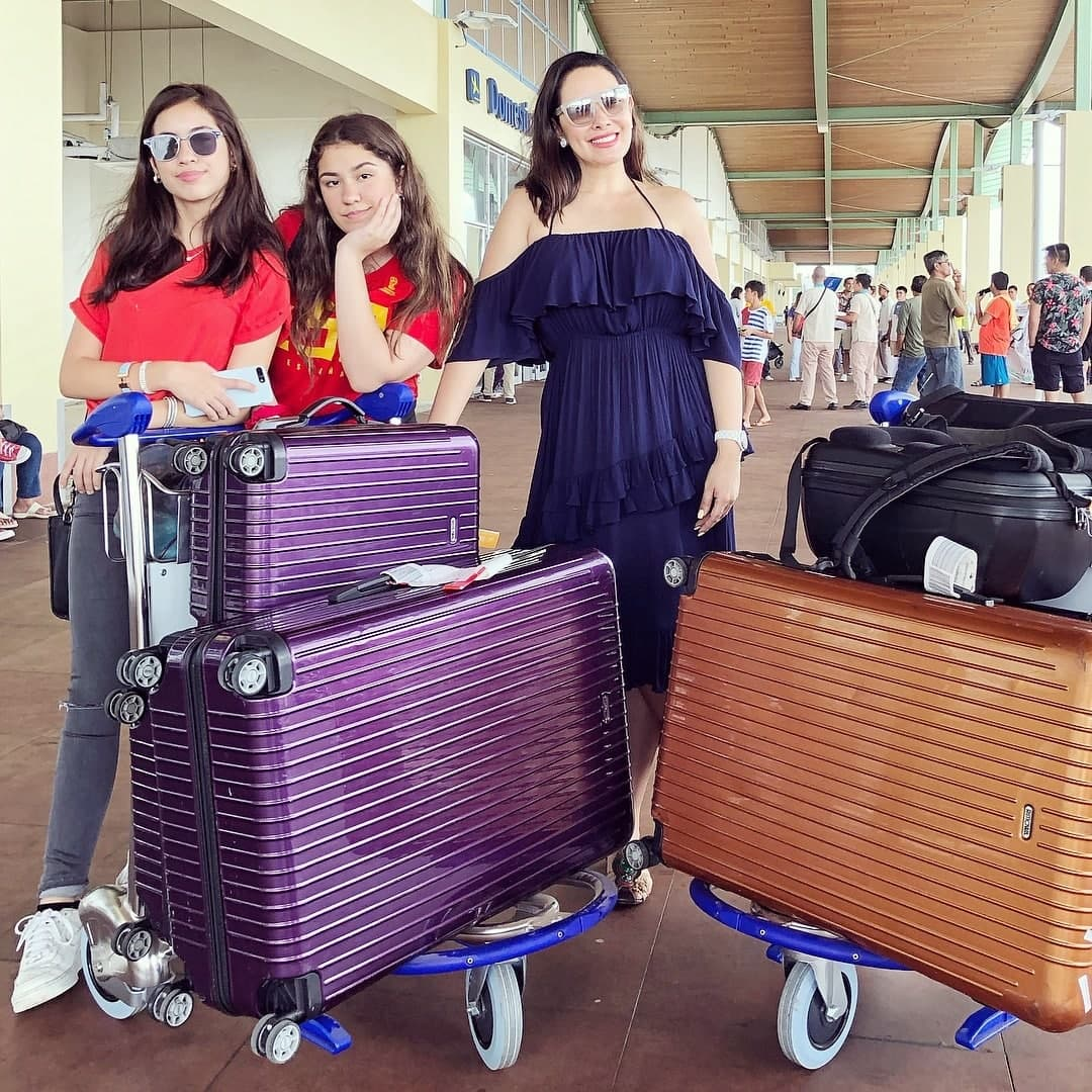 Ruffa and her daughters at the airport