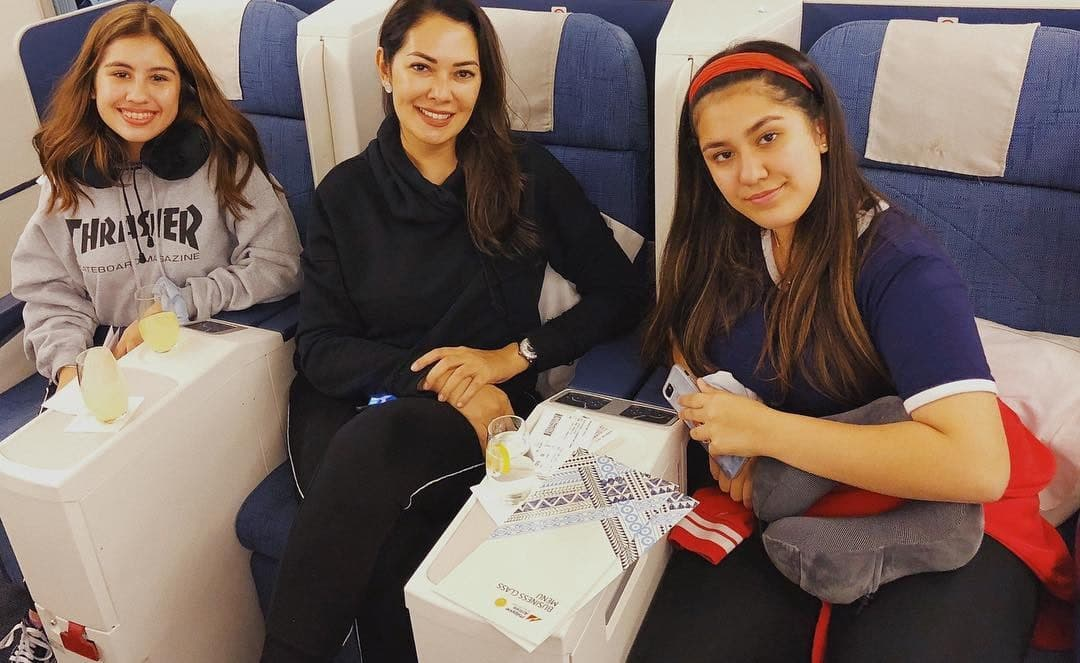 Ruffa and daughters in the plane