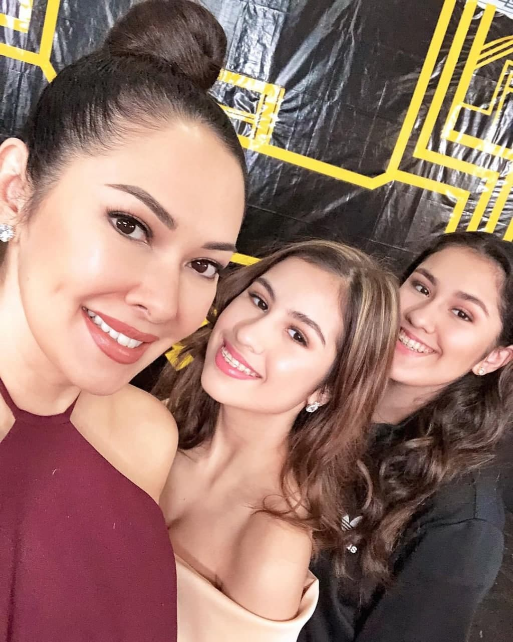 Ruffa with her daughters at an event