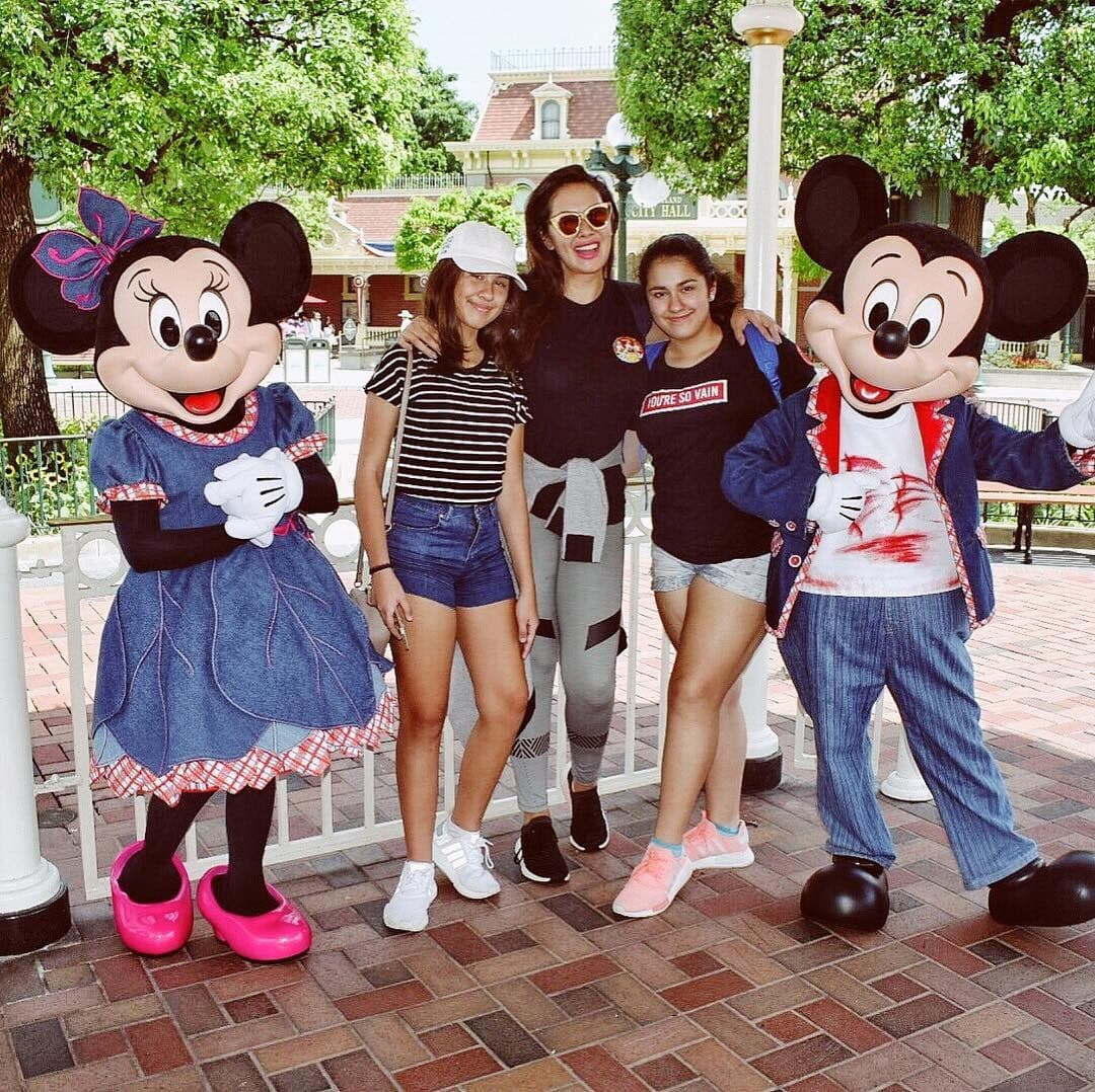 Ruffa and her daughters posing with Mickey and Minnie Mouse