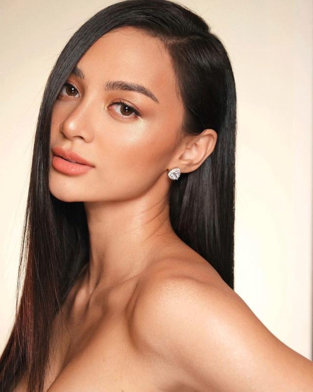 Kylie Verzosa: side part hair