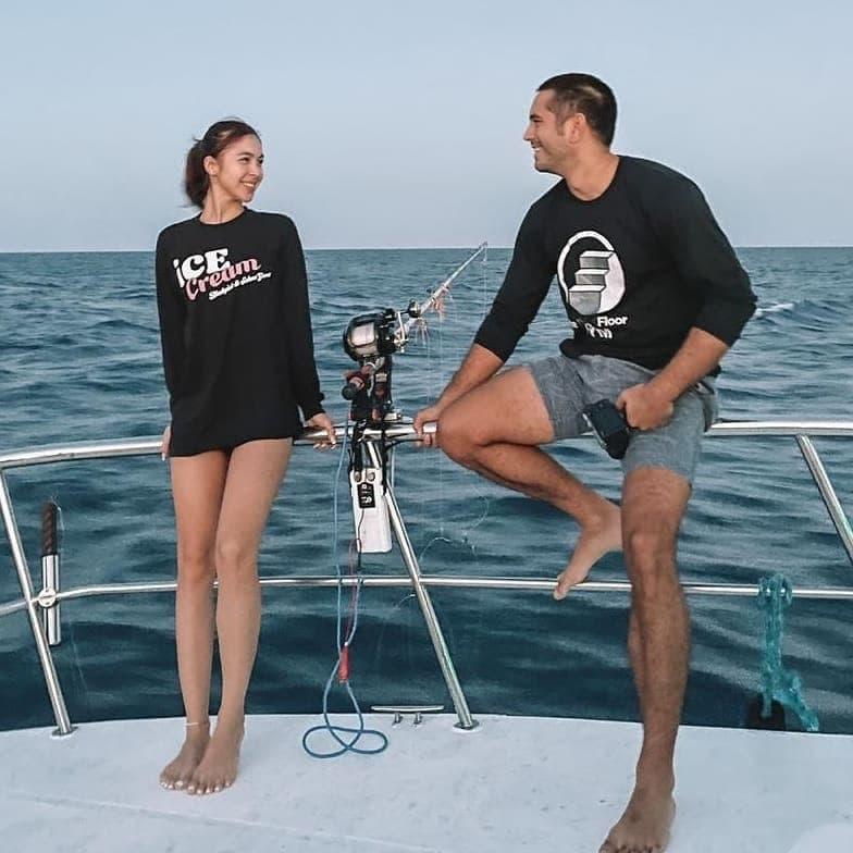 Gerald Anderson And Julia Barretto on a boat