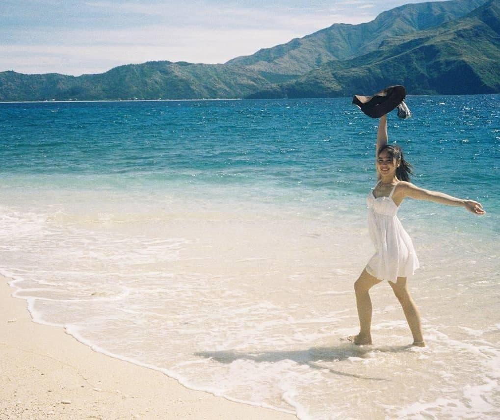 Julia Barretto by the beach