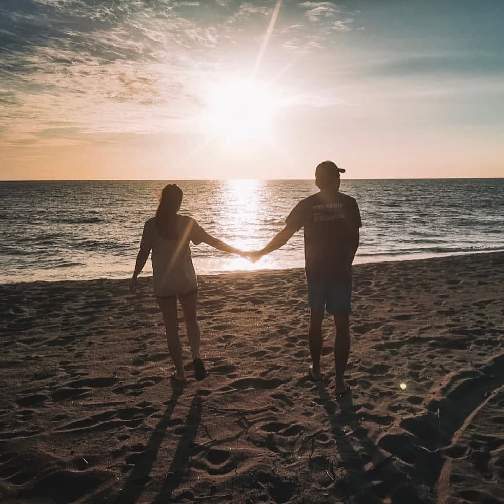 Gerald Anderson And Julia Barretto holding hands while watching the sunset