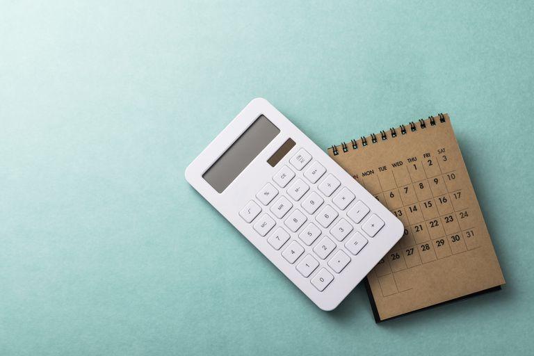 how to budget: calculator and calendar