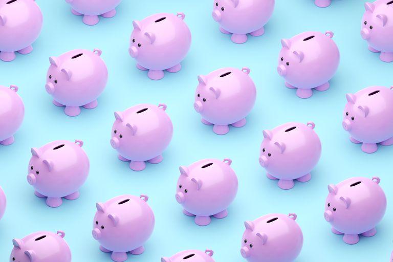 how to budget: piggy bank