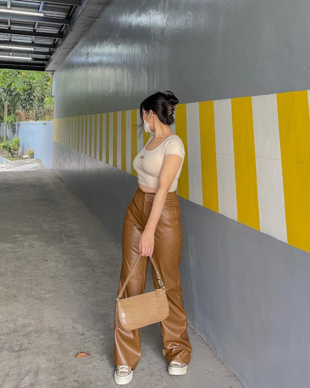 Toni Sia neutral colored outfit 6