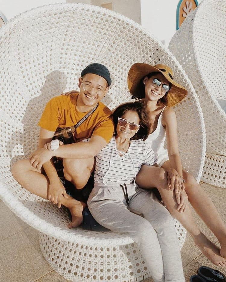 Jasmine Curtis-Smith with her mother and brother