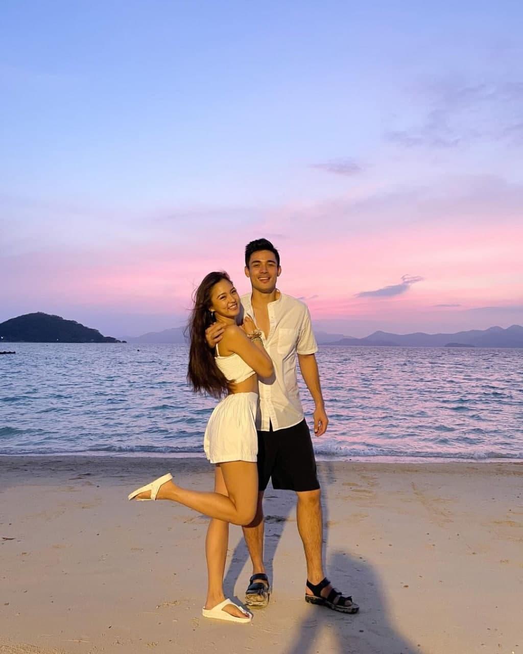 Kim Chiu and Xian Lim posing for the sunset