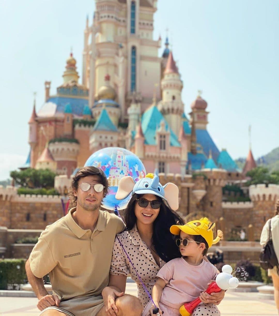 Adrien Semblat, Isabelle Daza, and Baltie in Disneyland