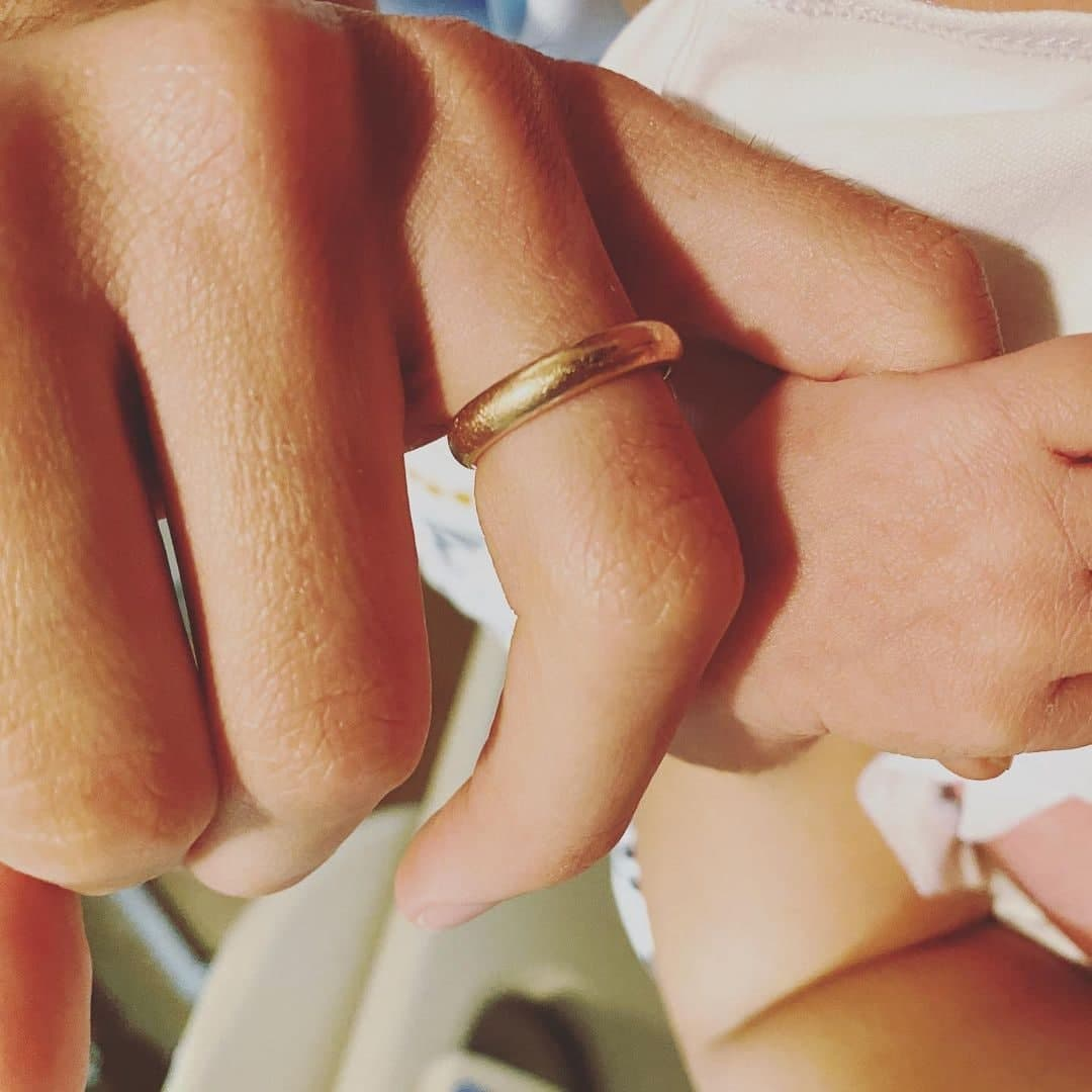 Isabelle Daza featuring her ring and their baby's hand