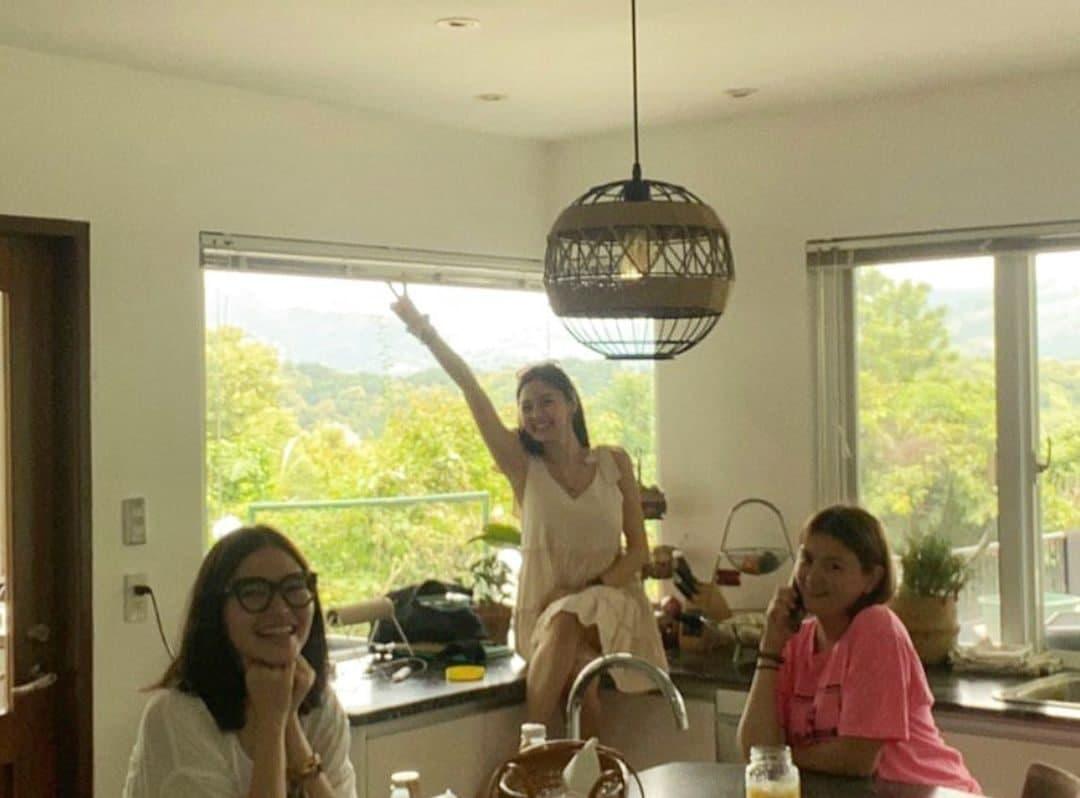Angelica Panganiban, Bella Padilla, and Kim Chiu hanging out in the kitchen