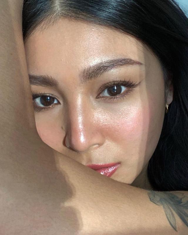 Close-up selfie: Nadine Lustre