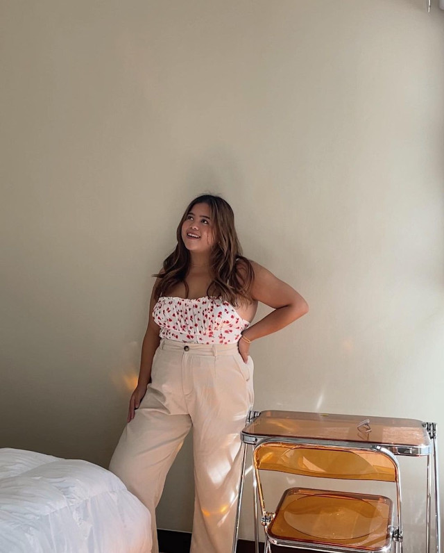 Summer outfit: Jammy Cruz wearing a sexy top