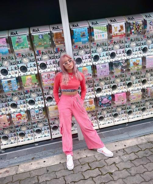 Keiko with a gachapon filled background