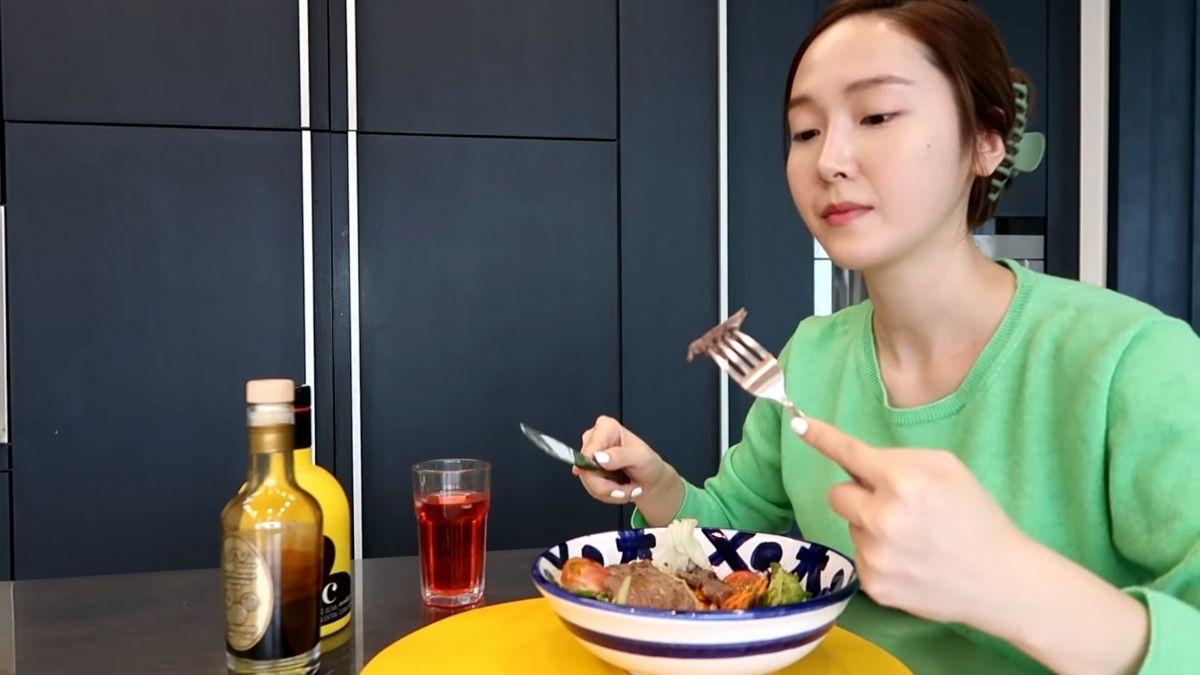 Jessica Jung's diet vlog: beef tenderloin salad