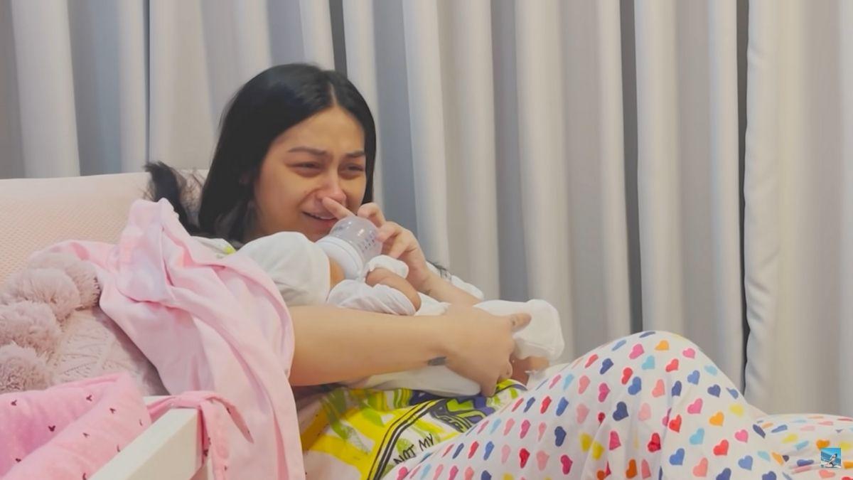 Zeinab Harake's feeding baby Bia