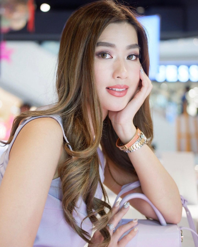 Janeena Chan's hairstyle with highlights