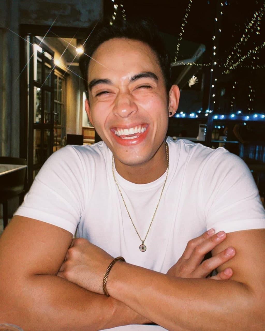 A candid photo of Diego Loyzaga