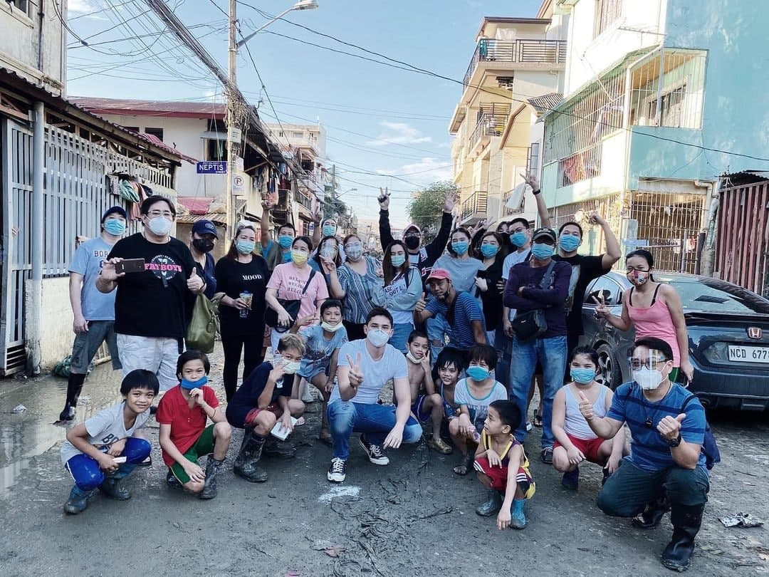 Ruru Madrid in a relief operation for Typhoon Ulysses.