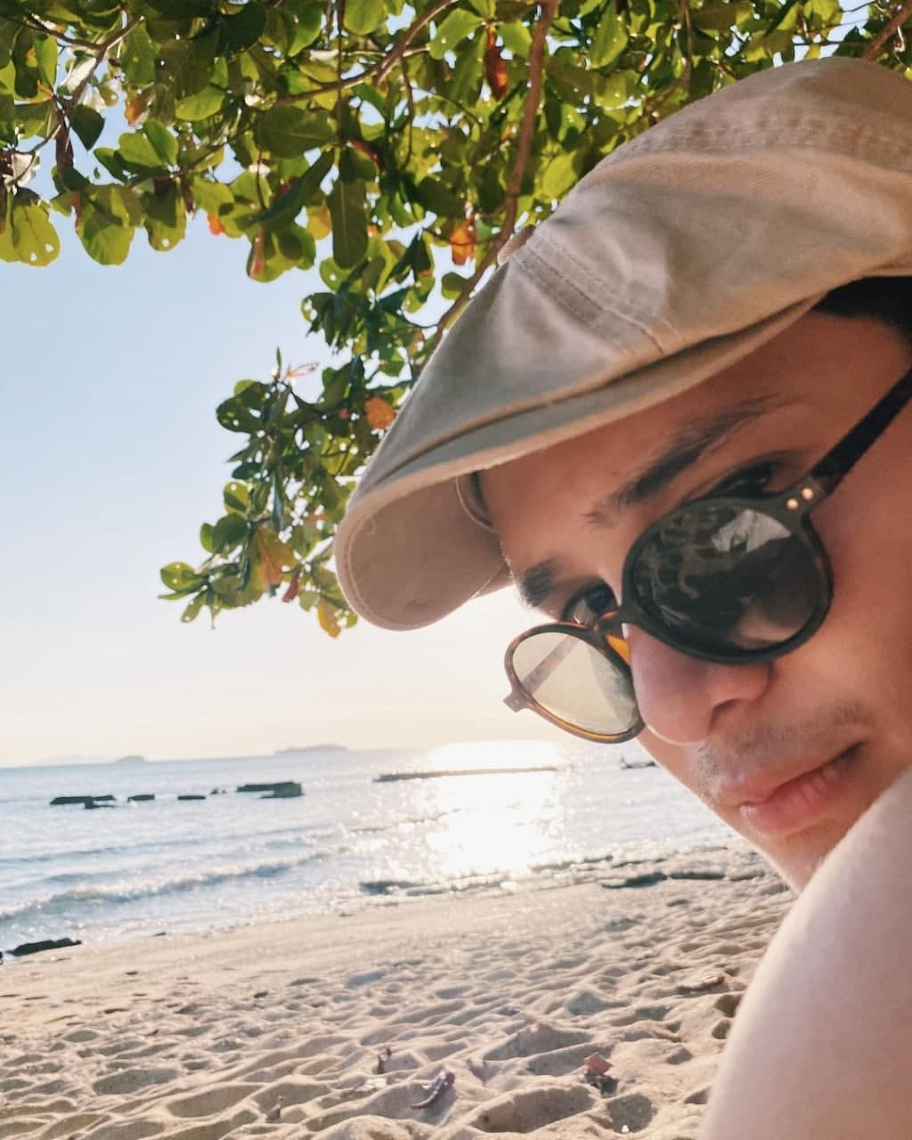Ruru Madrid hanging out on the beach