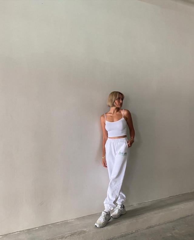 Athleisure outfit: Sarah Lahbati 1