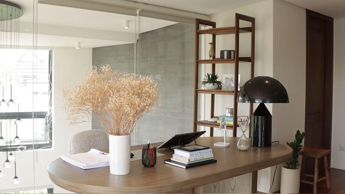 Julia Barretto home office tour - desk