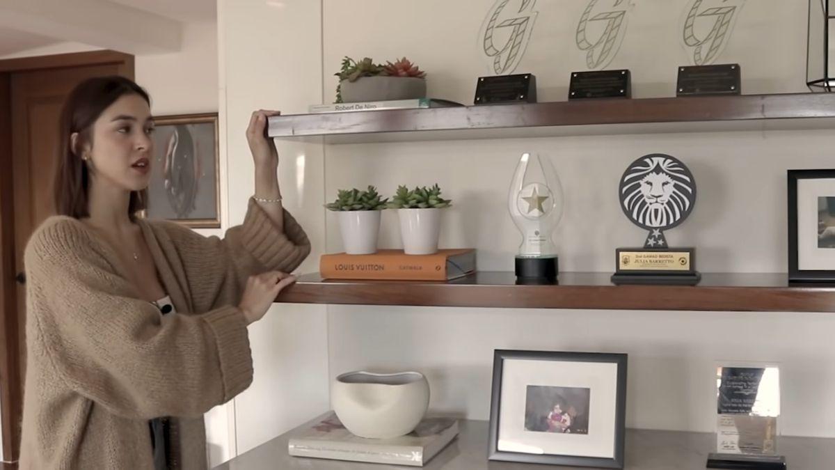 Julia Barretto home office tour - shelves