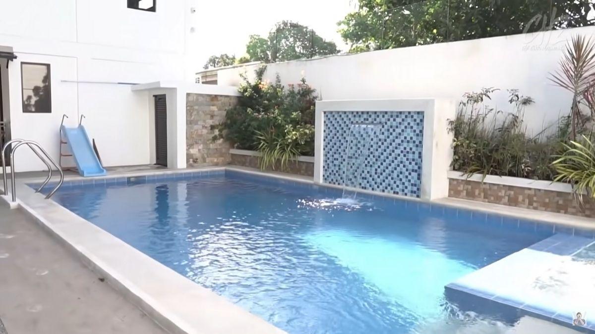Miranda's Rest House tour by Chito Miranda: swimming pool area