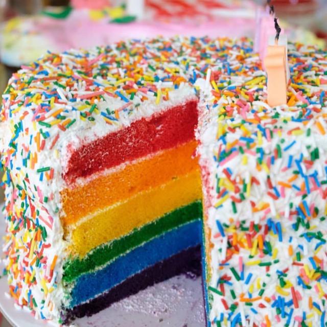 Where to buy rainbow cakes: Cupcakes by Sonja