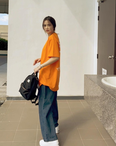 rhen escano outfits: baggy shirt and baggy jeans