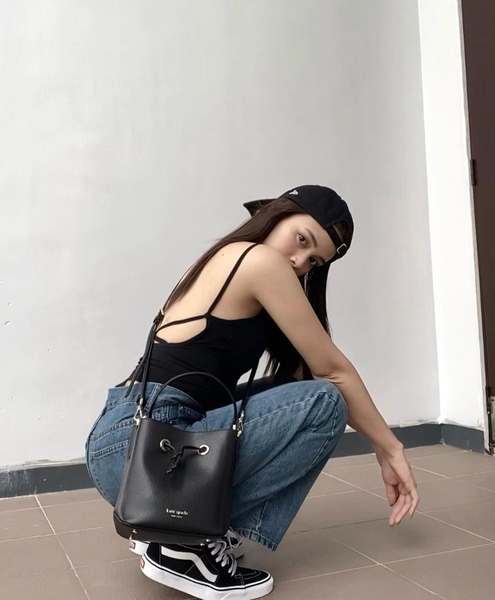 rhen escano outfits: backless top and denim jeans