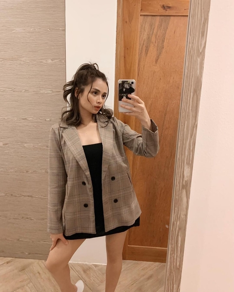 rhen escano outfits: oversized blazer and black dress