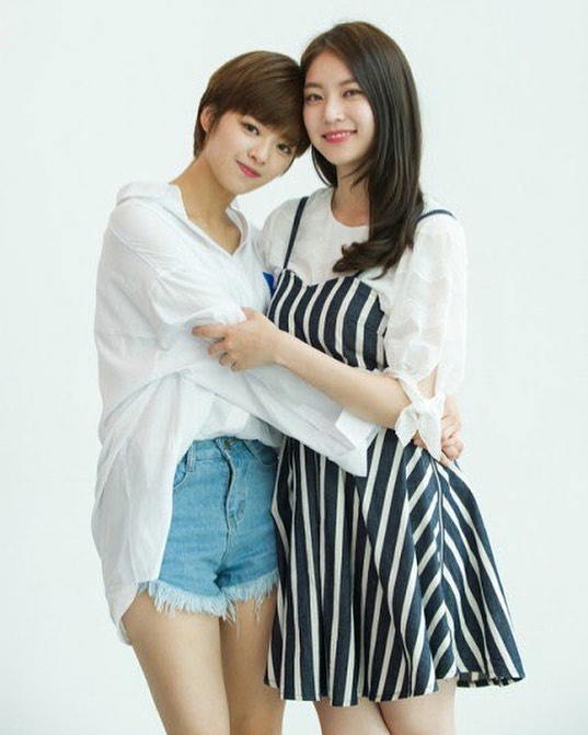 Korean stars who have celebrity siblings: Jeongyeon and Seung Yeon