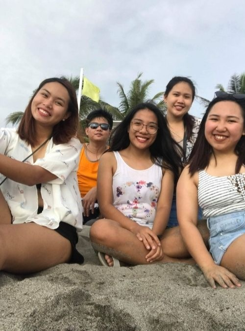 (Pinay breadwinner) A group of friends