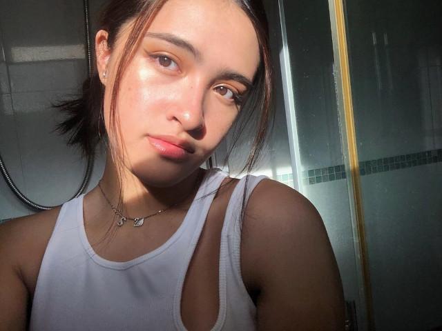 Sam Cruz's golden hour selfie: Bathroom
