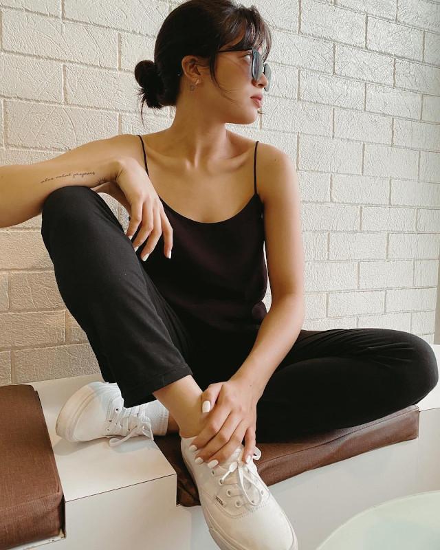 Jane Oineza: white sneaker outfit