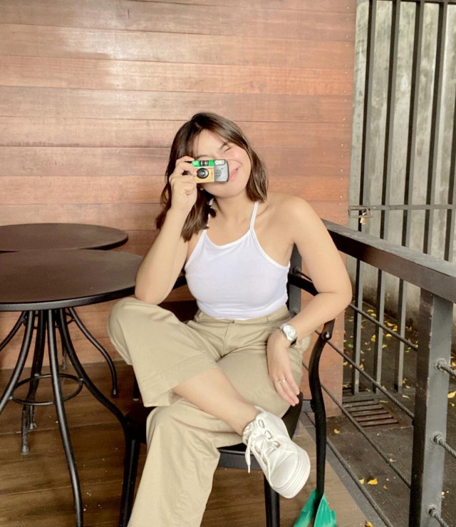 Miles Ocampo: White Sneakers Outfit