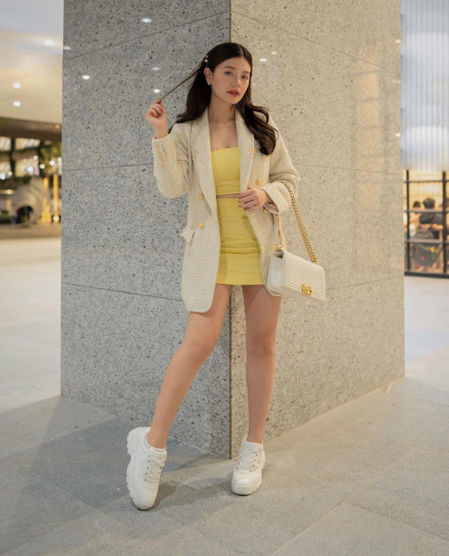 Verniece Enciso: white sneakers outfit