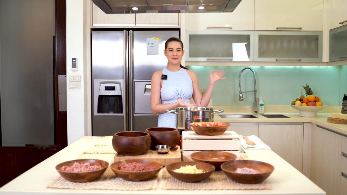 Bea Alonzo cooks Pinoy spaghetti