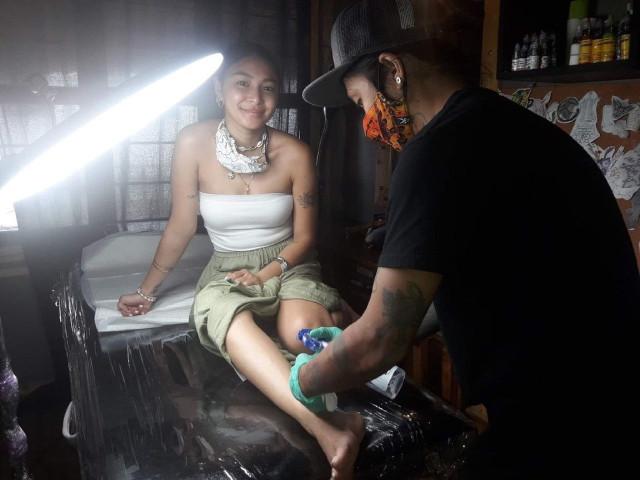 Nadine Lustre getting a tattoo at 55 Tinta